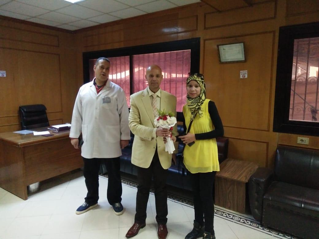 وزارة الصحة بالشرقية يوزع الحلوي علي المرضي بديرب نجم4