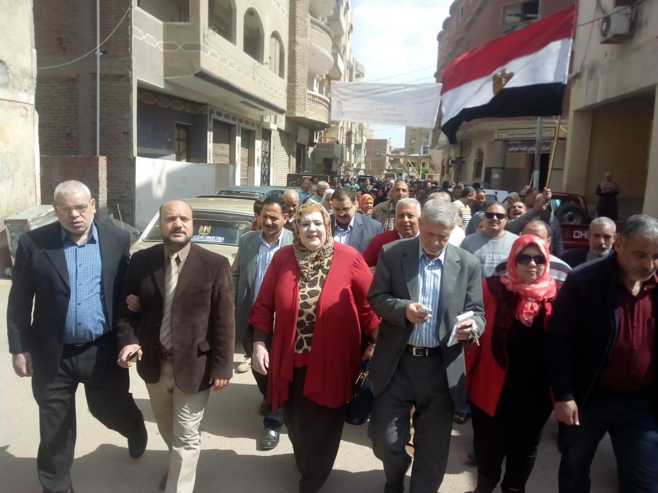 مسيرة لحث المواطنين على الاستفتاء