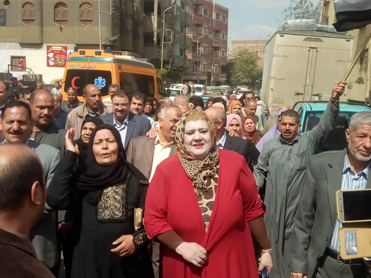 مسيرة لليوم الثاني بالقنايات لحث المواطنين على الاستفتاء
