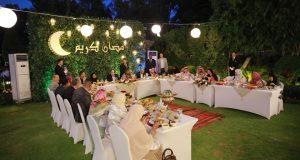 السيسي يتناول الإفطار مع بعض المواطنين من 7 محافظات