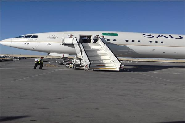 هبوط طائرة سعودية