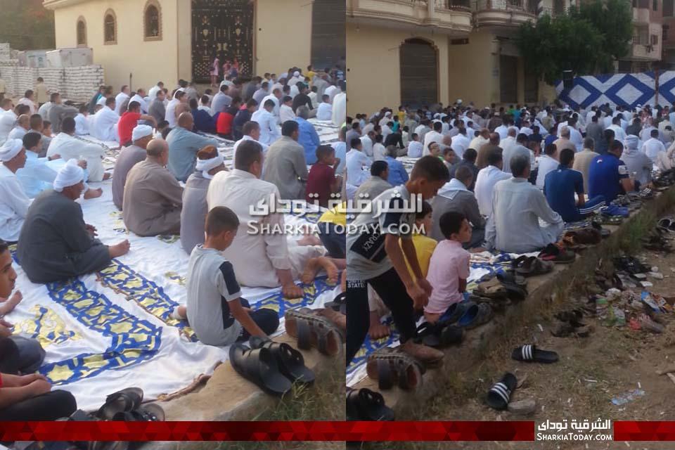 أهالي الحسينية يؤدون صلاة عيد الفطر ويحتفلون بالسيلفي والبالون