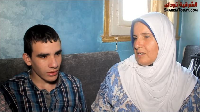 مروان الأول على الثانوية العامة مع والدته