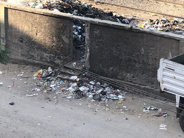 القمامة على السكة الحديد بالزقازيق2